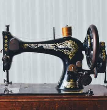 Mechanical sewing machine