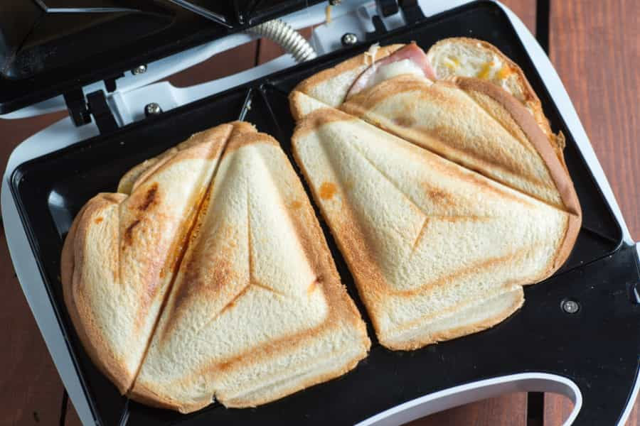 working of sandwich makers
