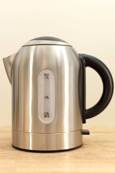 electric kettle storage capacity