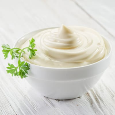 Preparing Mayonnaise with hand blender